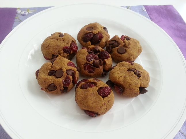 The combination of orange, cranberries and chocolate makes this cookie very refreshing! :)