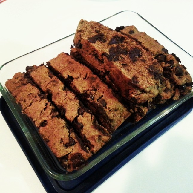 Banana Chocolate Chip Bread: The perfect morning or afternoon sweet snack with a cup of tea or coffee! :)